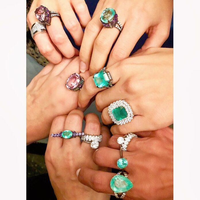 Anéis coloridos tendência