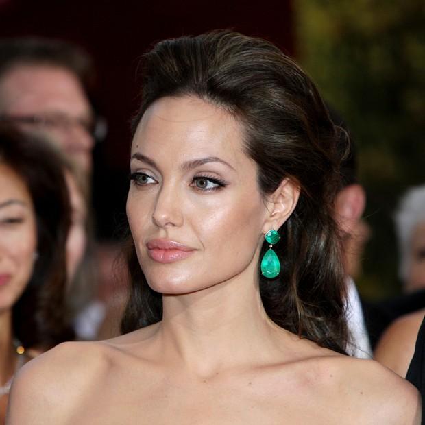 Angelina Jolie Brincos Esmeralda