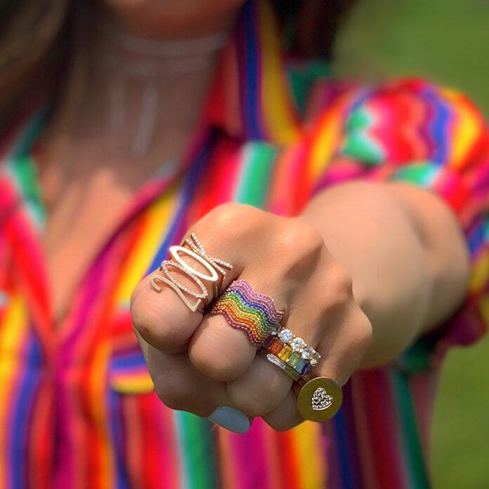 Joias com as cores do arco íris