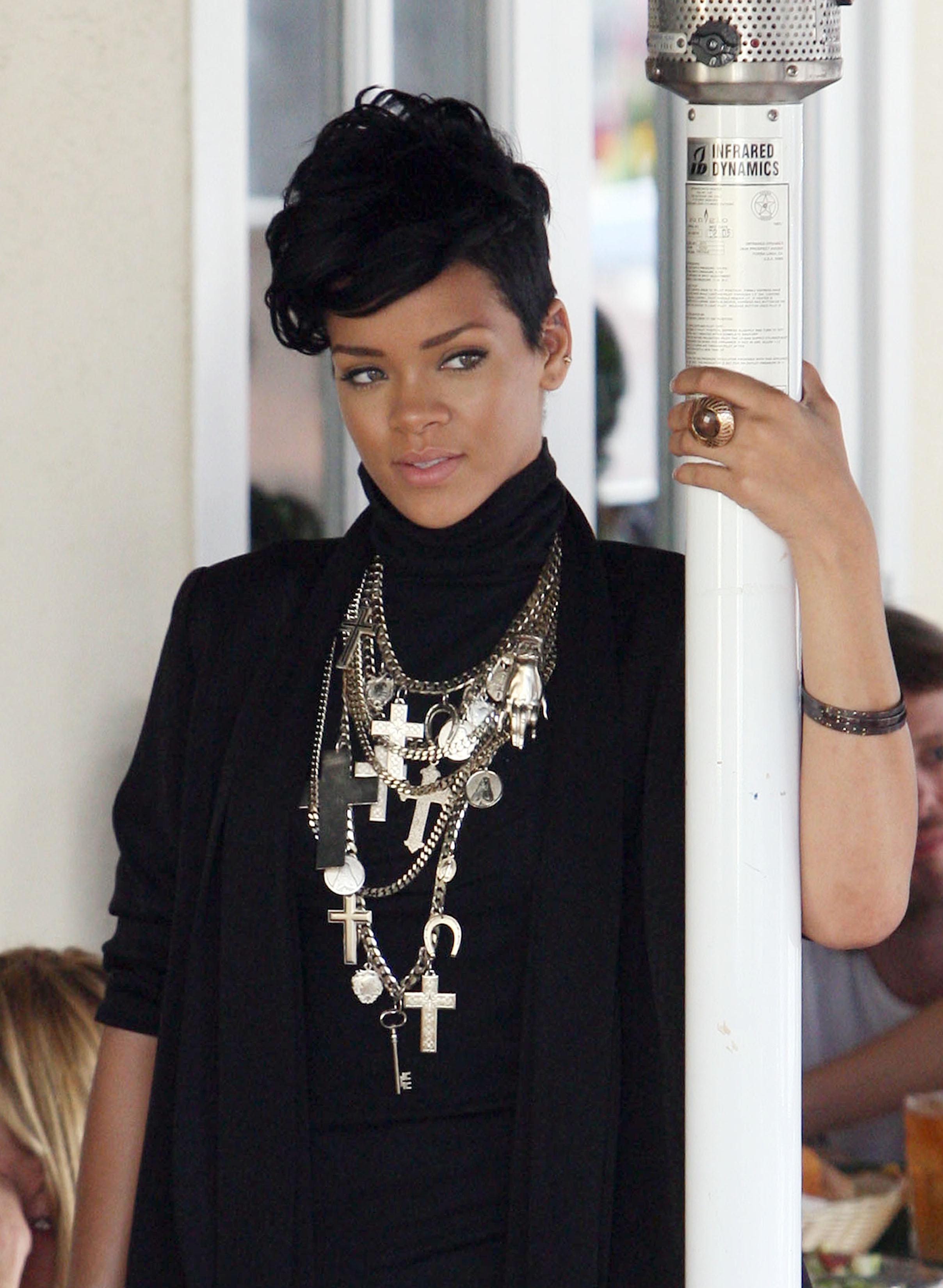 Rihanna Colar de Cruz