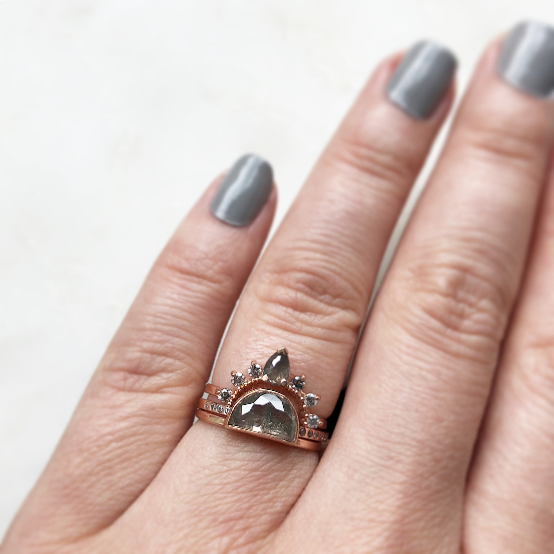 Tendencias aneis de noivado cinza