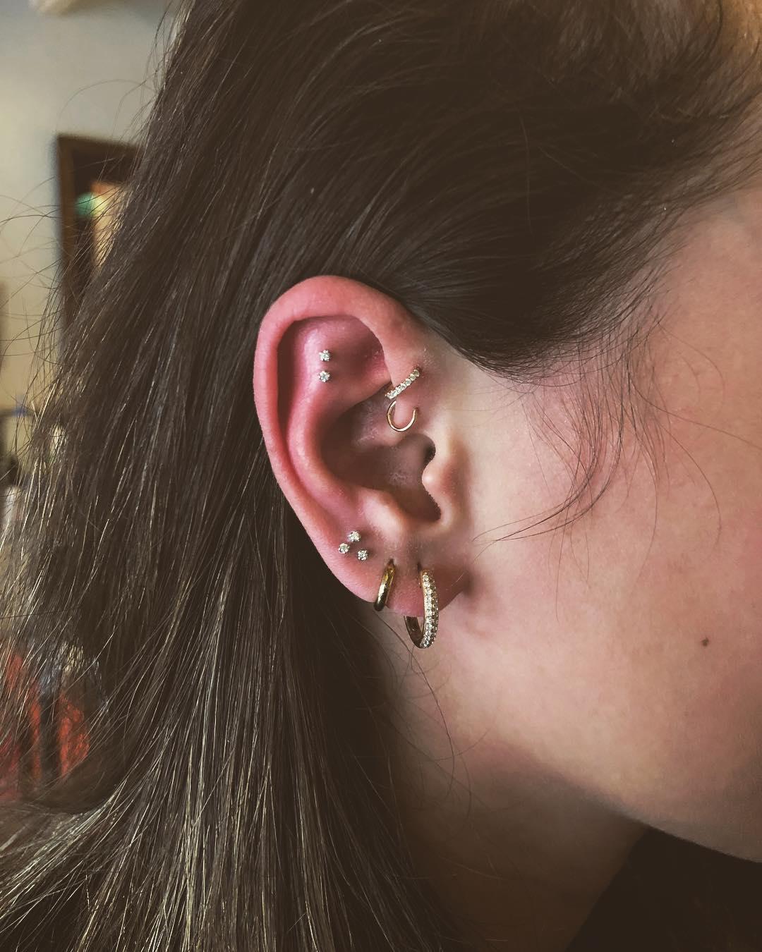Piercings na orelha argolas duplas