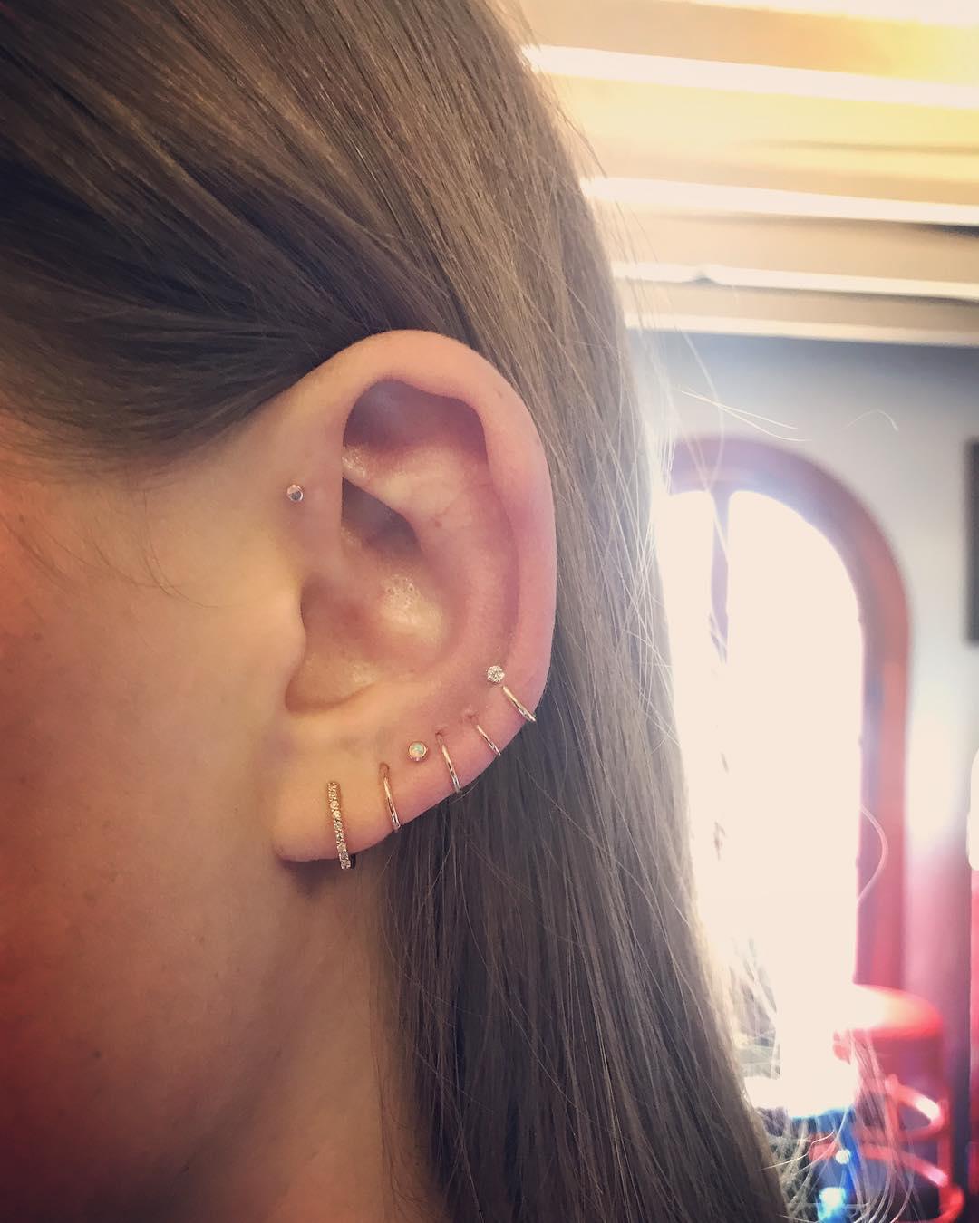 Piercings na orelha argolas