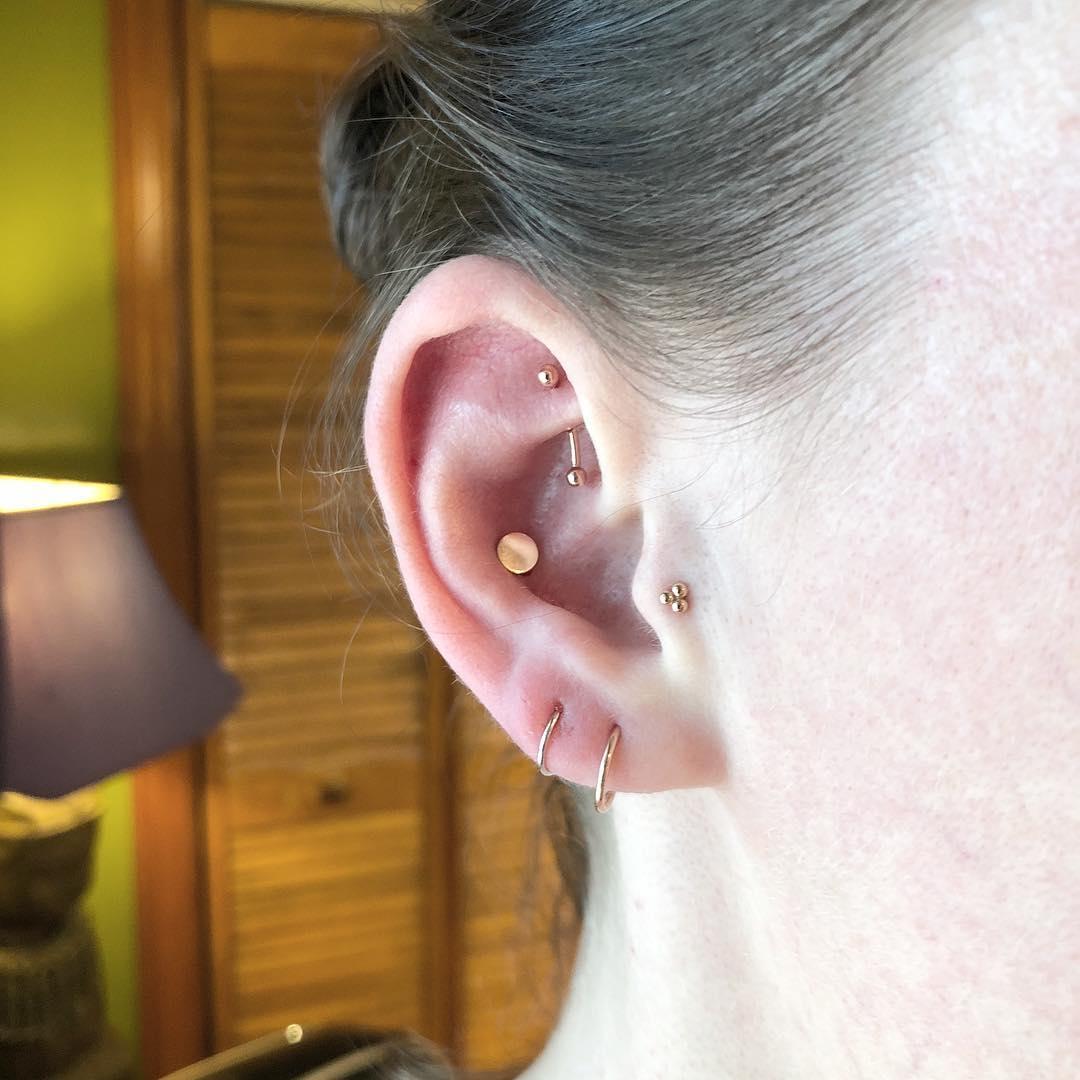 Piercings na orelha conch