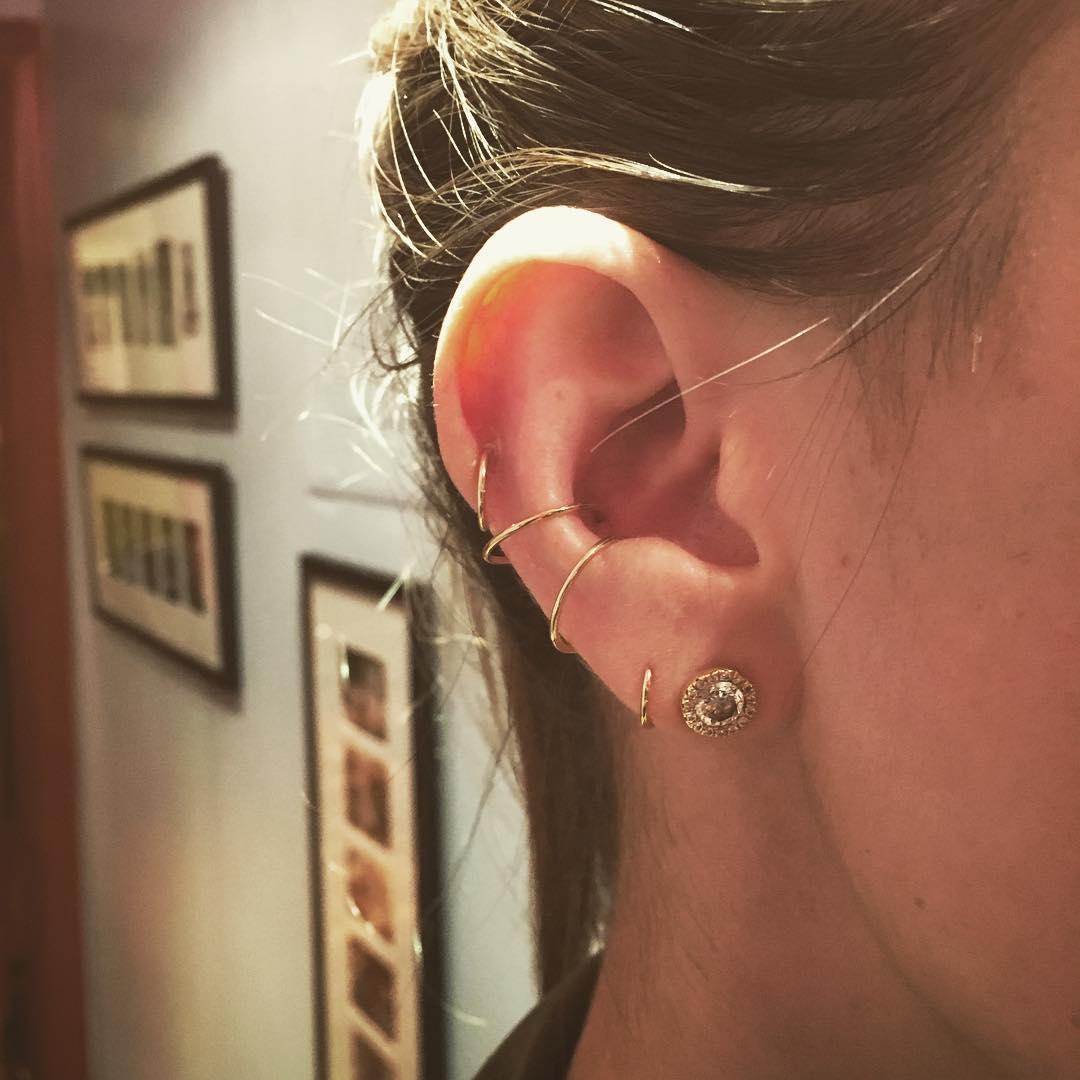 Piercings na orelha duplo conch