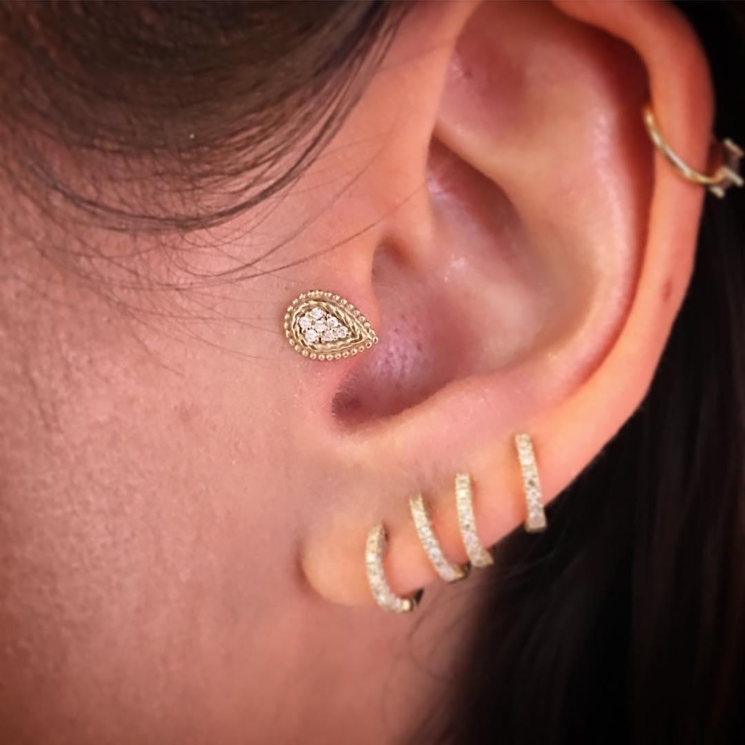 Piercings na orelha gotinha