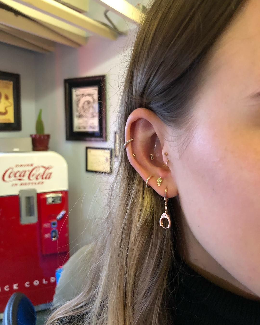 Piercings na orelha helix
