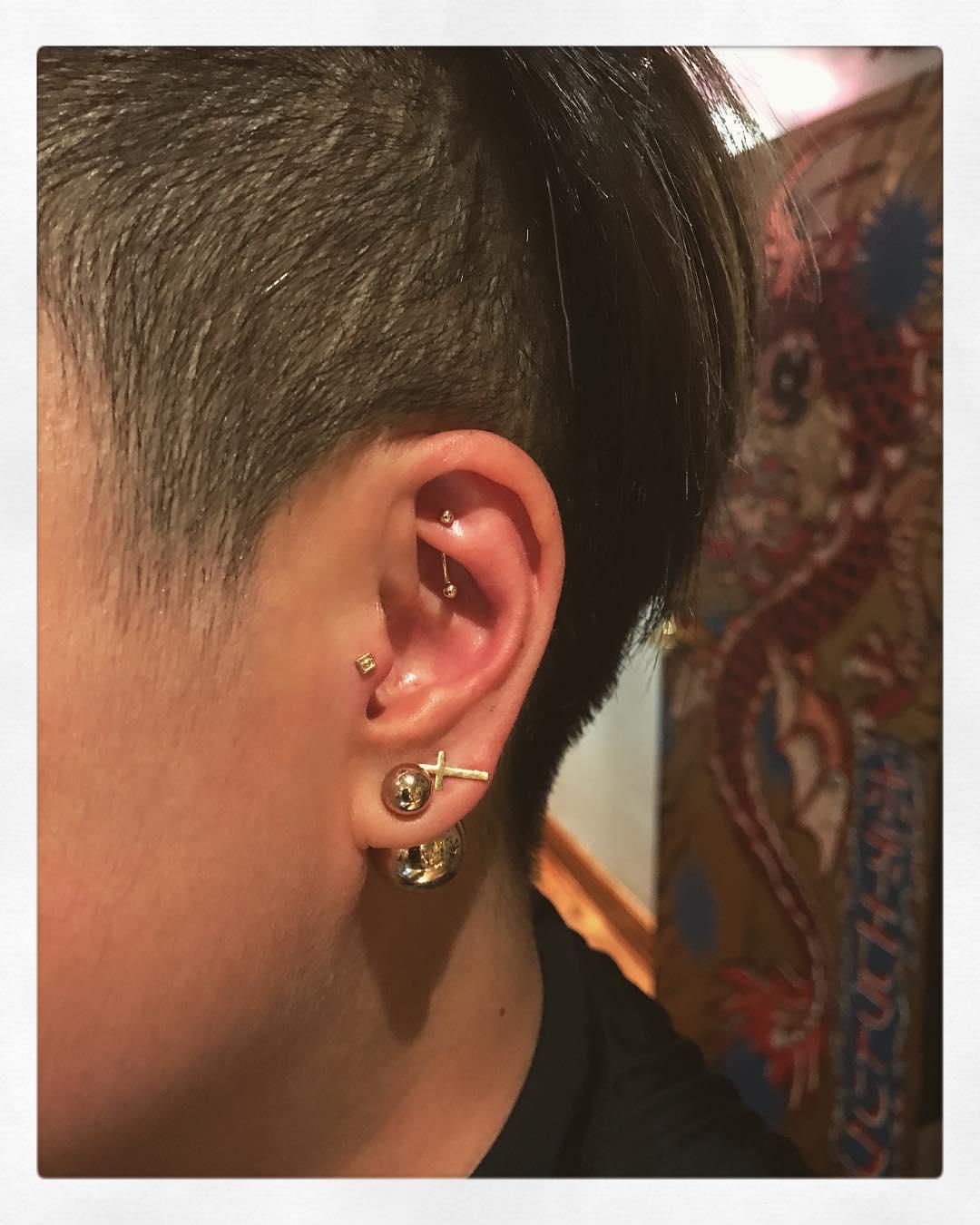 Piercings na orelha no hook