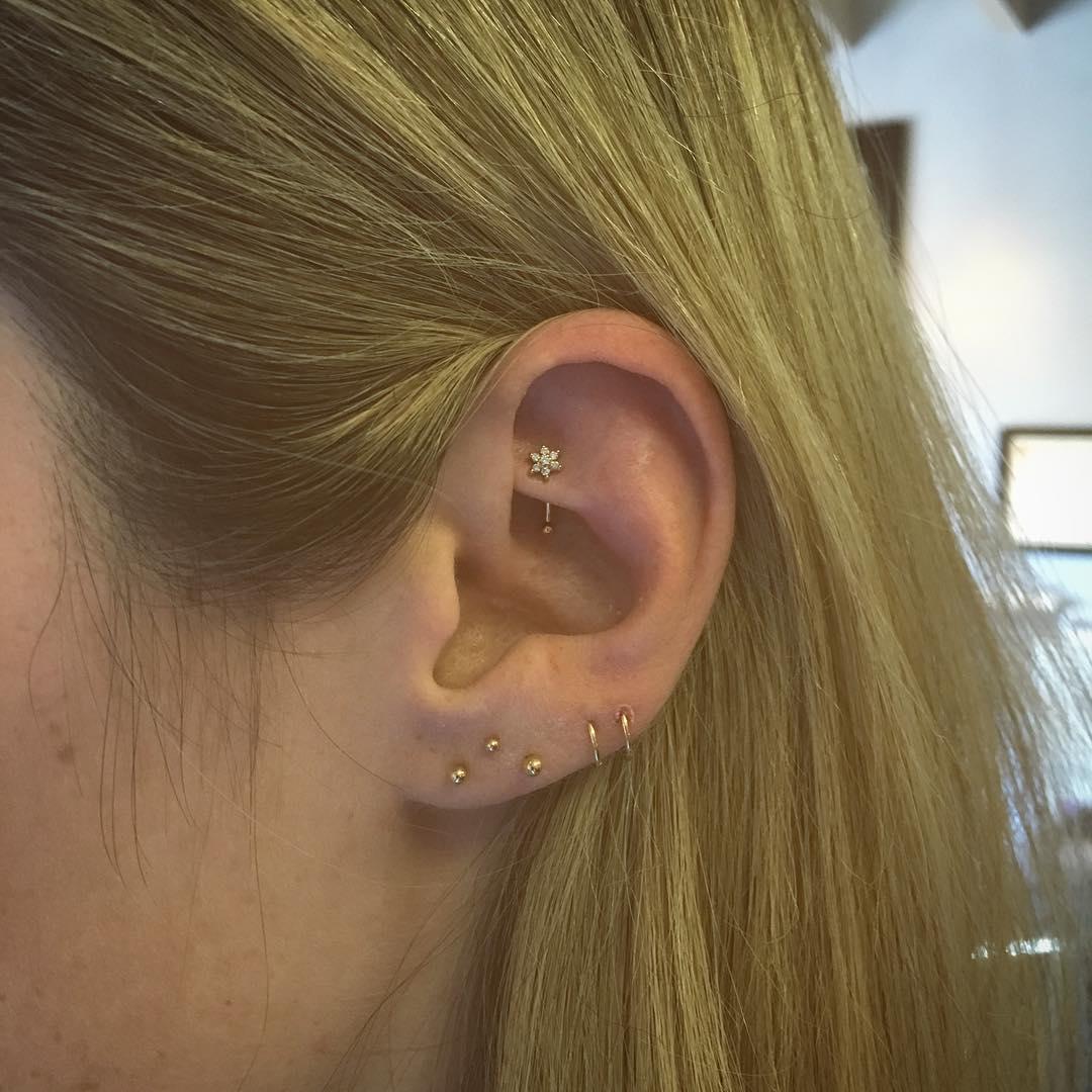 Piercings na orelha rook