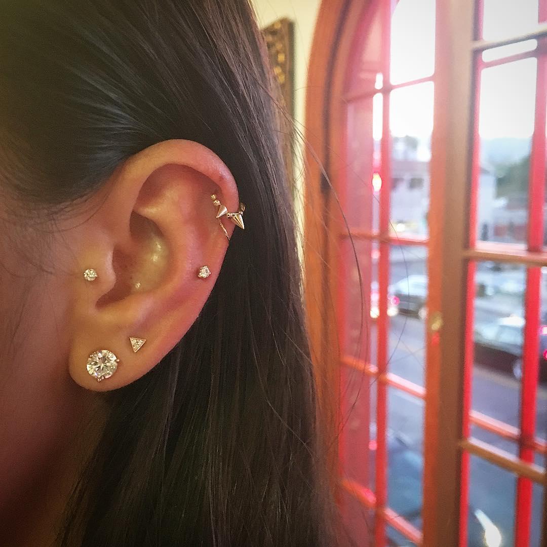 Piercings na orelha spike