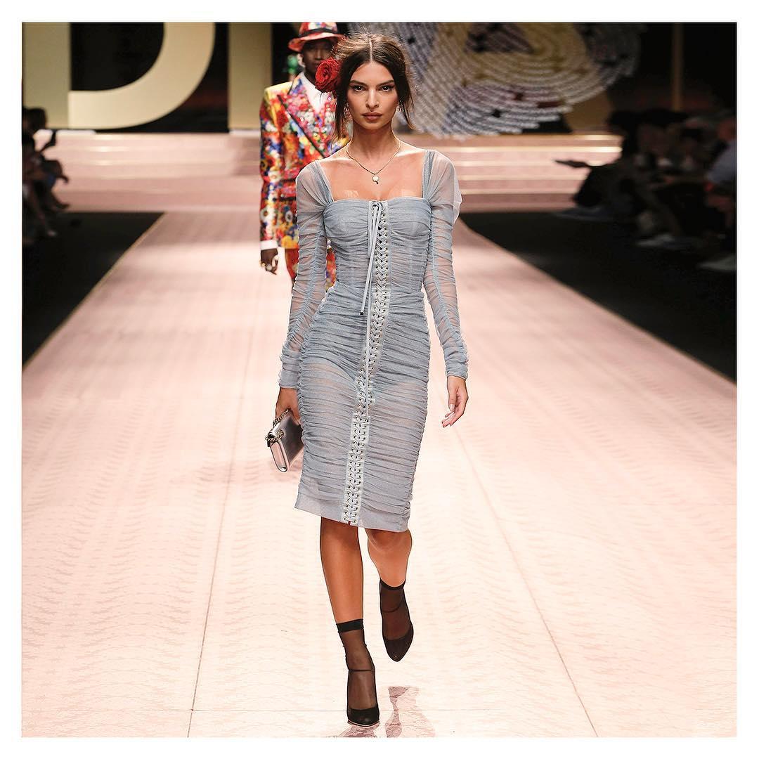 Desfile da Dolce & Gabbana Emily Ratajkowski
