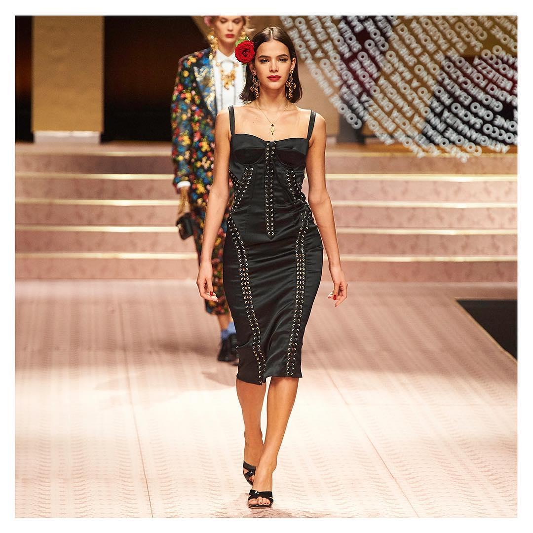 Desfile da Dolce & Gabbana Bruna Marquezine