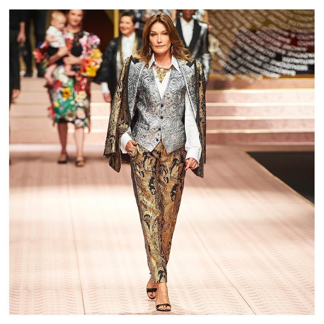 Desfile da Dolce & Gabbana Carla Bruni