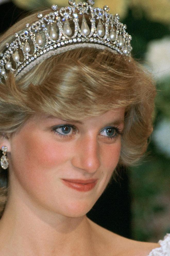 Kate Middleton usa Tiara de Diana