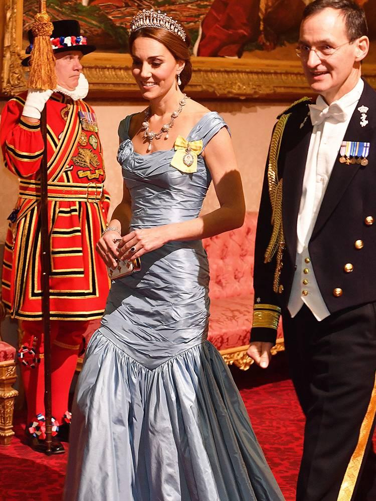 Kate Middleton usa tiara Lover's Knot Diana