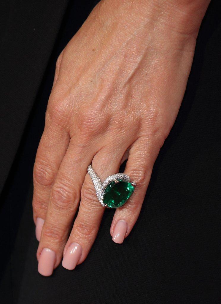 Aneis de noivado da Victoria Beckham Esmeralda Cushion