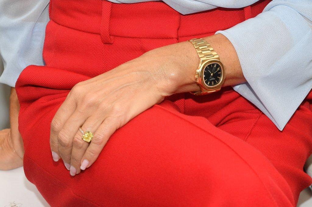 Anéis de noivado da Victoria Beckham quadrado amarelo