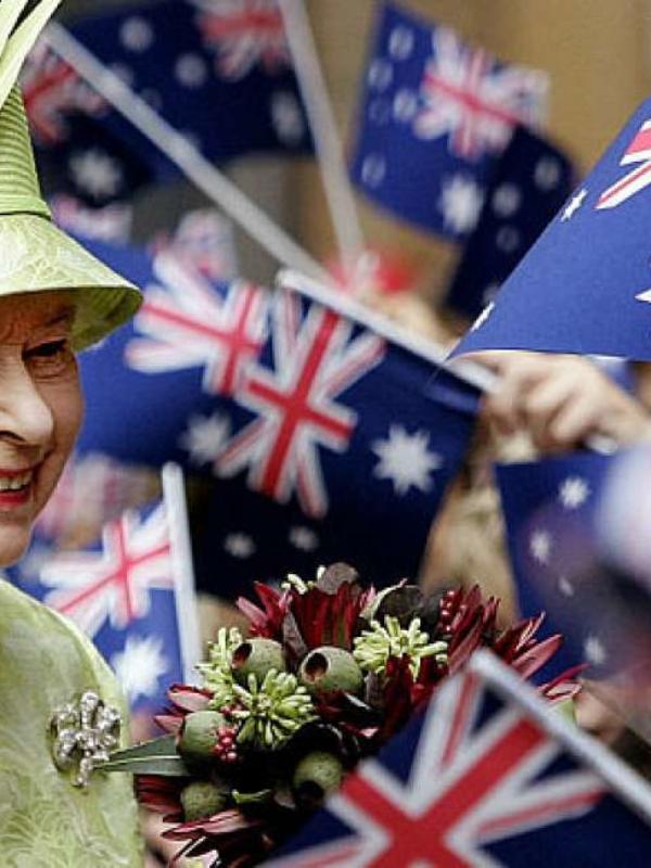 Broches da rainha Elizabeth II – conheça os mais icônicos!