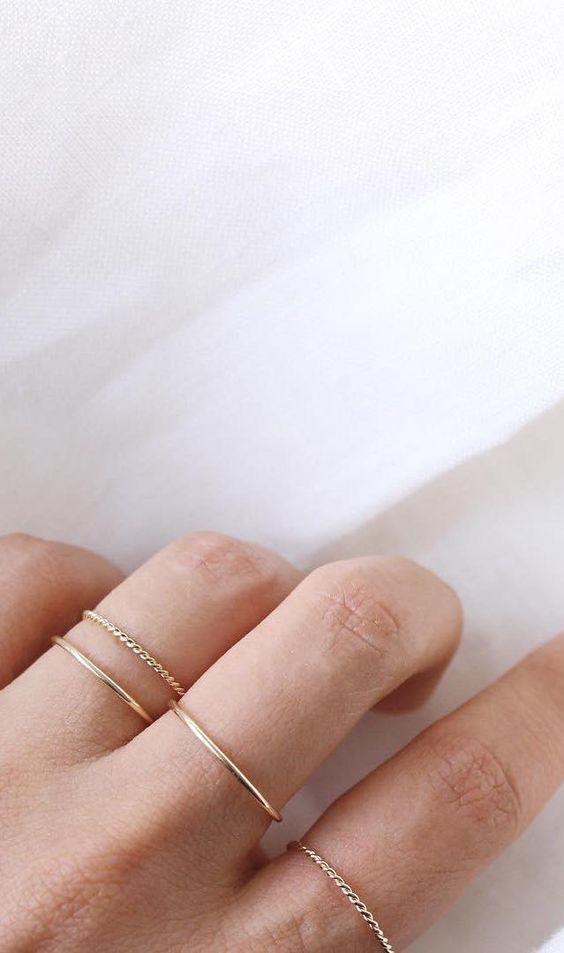 Como usar anéis minimalistas delicados