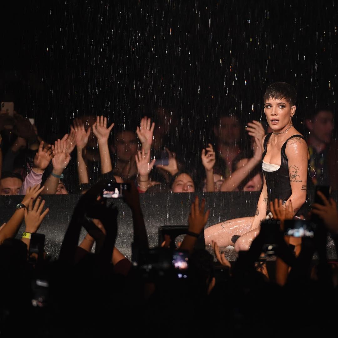 Looks do Europe Music Awards Performance Halsey