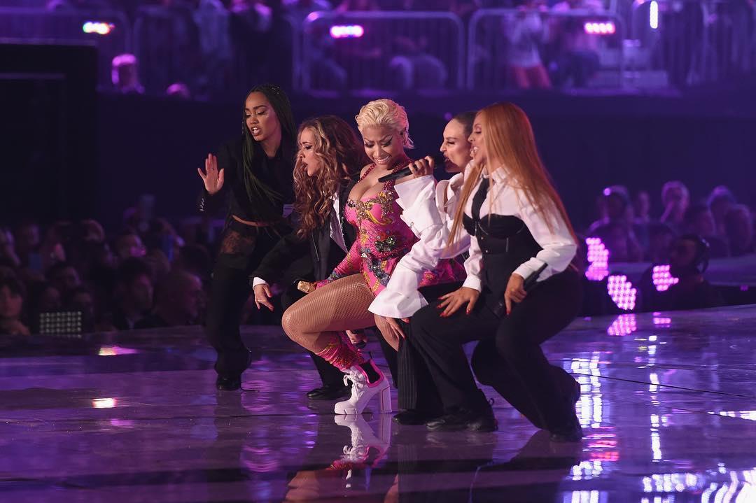 Looks do Europe Music Awards performance Little Mix