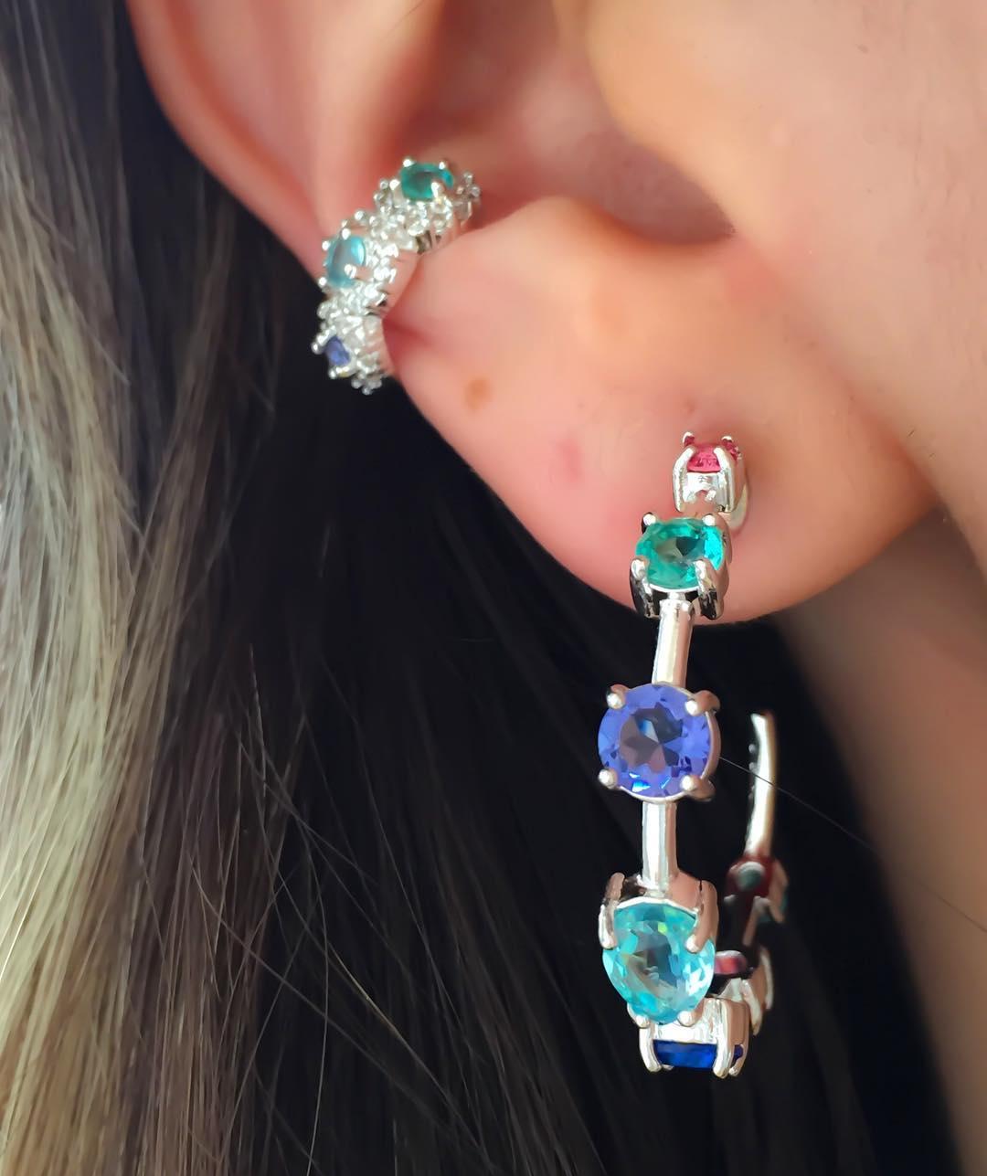 Piercings delicados coloridos