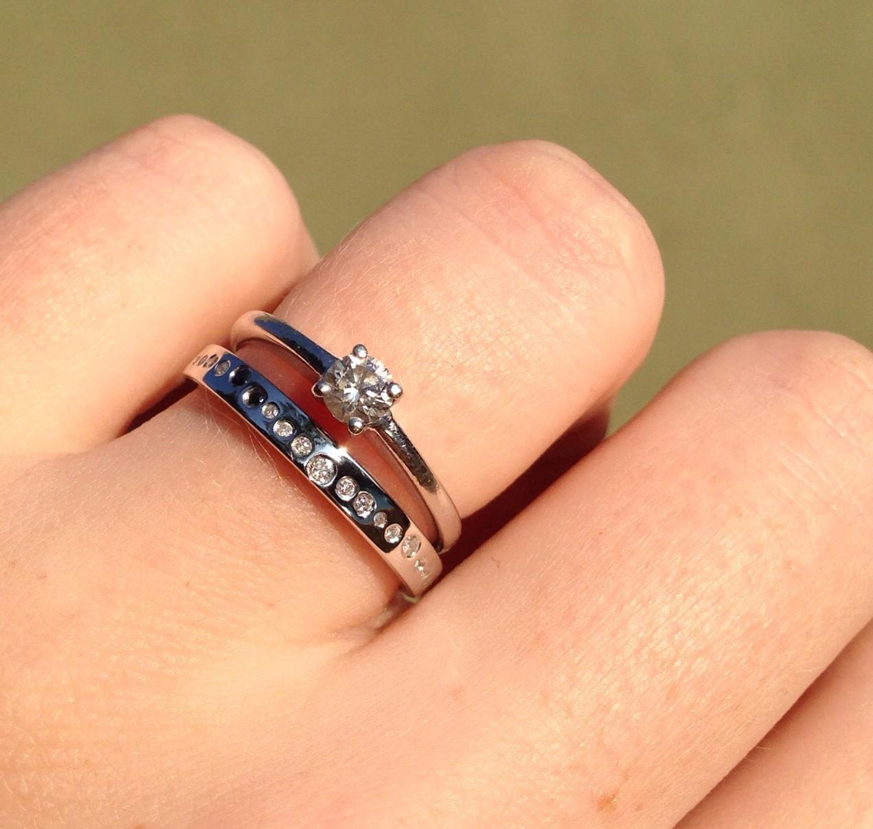 aliança de namoro com anel solitario 9