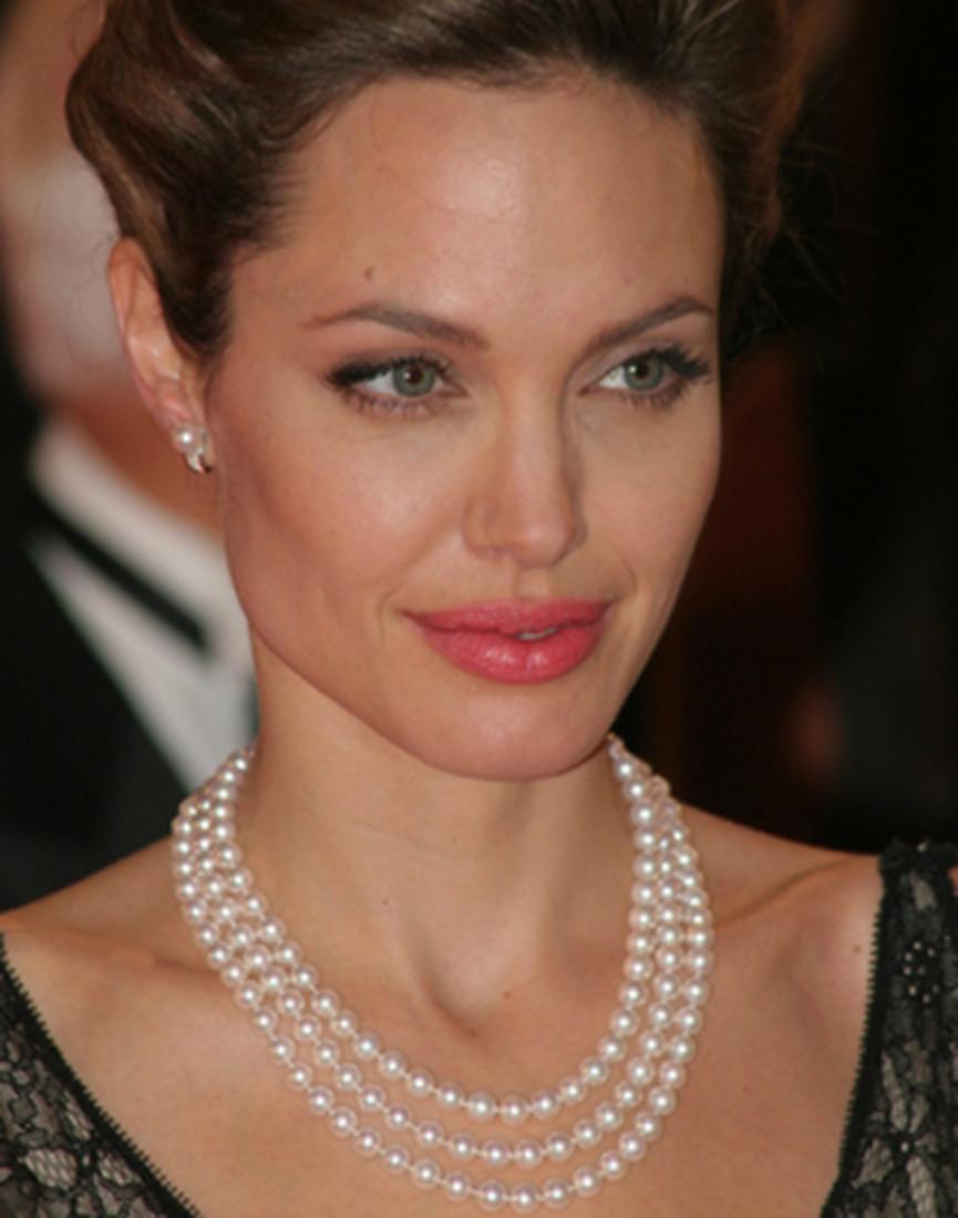 Choker de perola Angelina Jolie