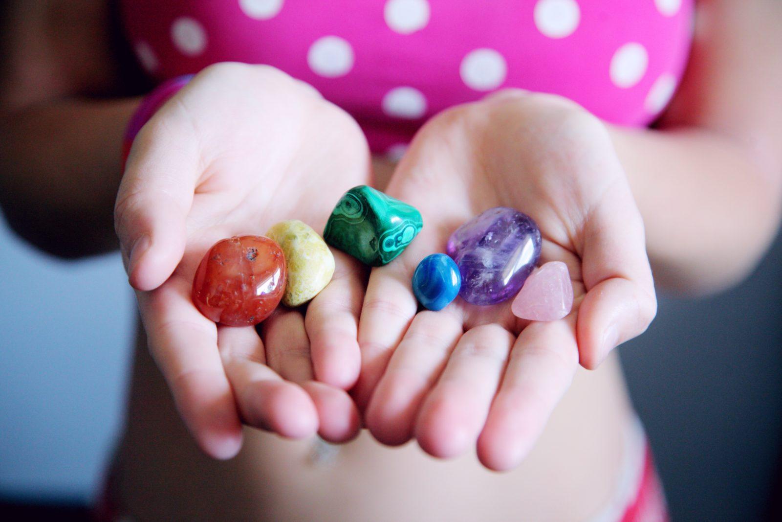 colares de pedras preciosas