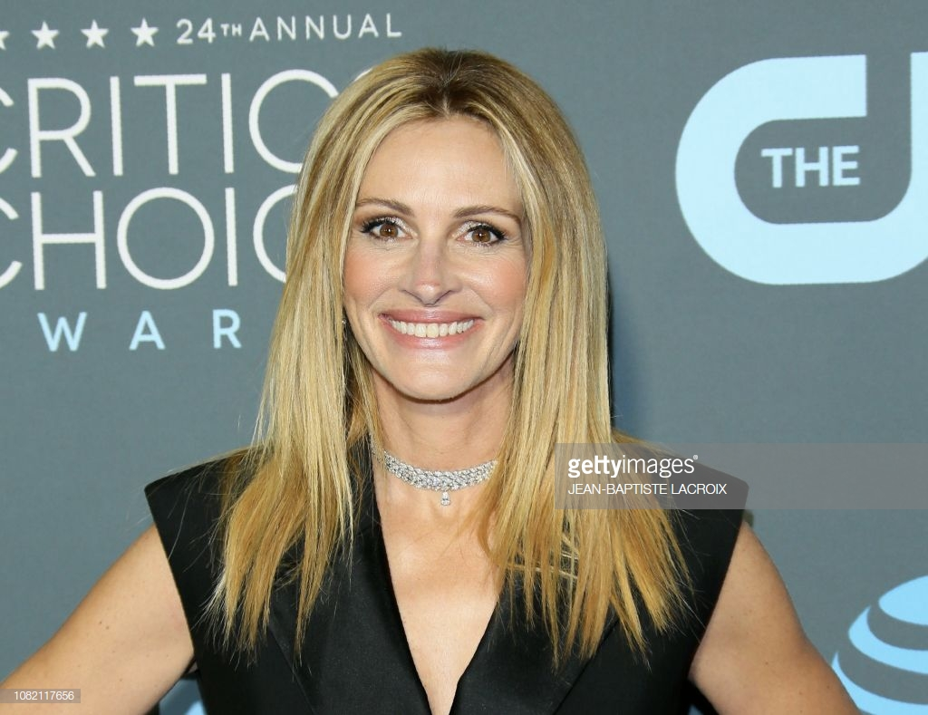 Critics Choice Awards 2019 Julia Roberts Colar
