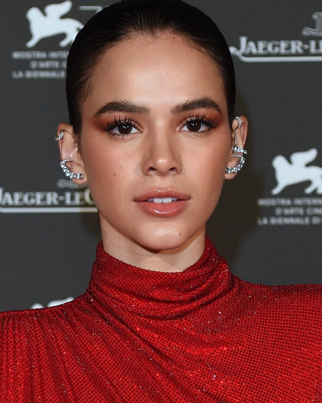 Bruna Marquezine Piercing
