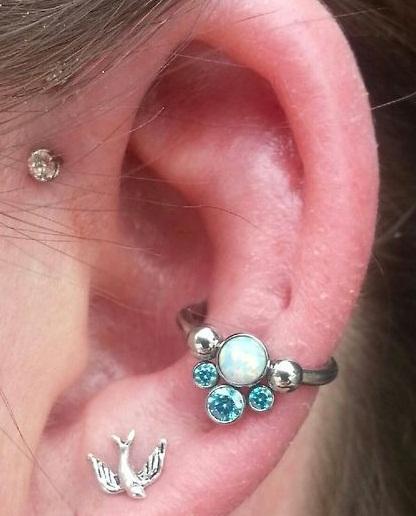 conch piercing azul