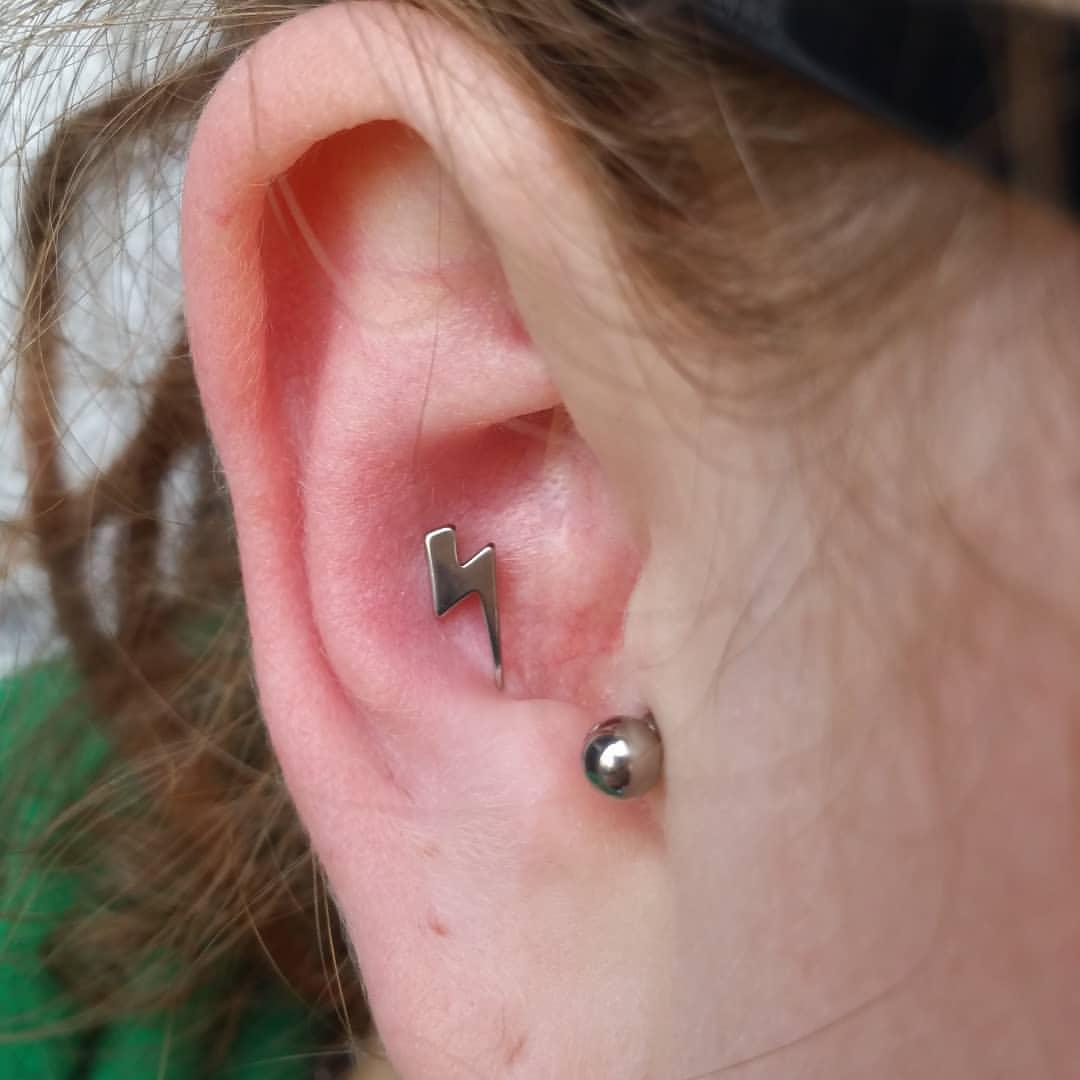 conch piercing raio