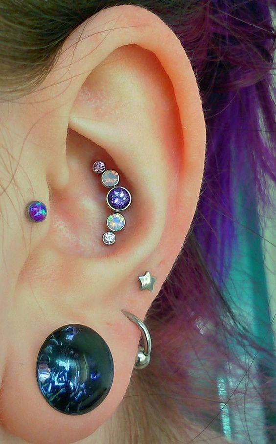 conch piercing roxo