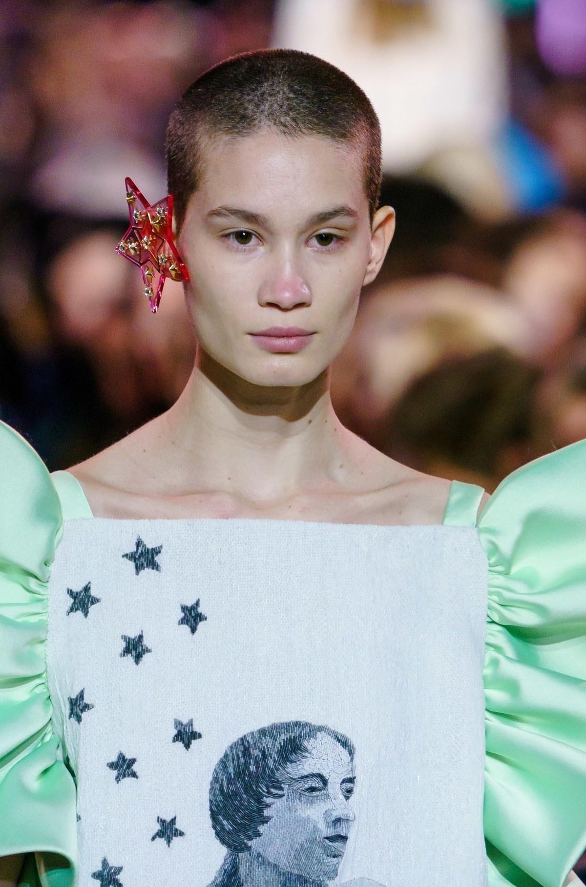 joias da semana de moda schiaparelli