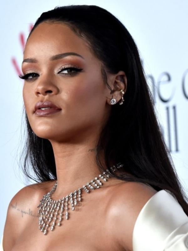 Aniversário da Rihanna – Lembre 5 Joias Deslumbrantes da Diva!