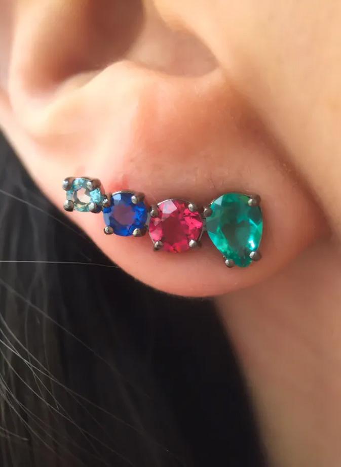 brinco ear cuff colorido assimetrico