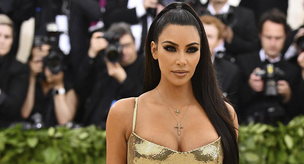 crucifixo de kim kardashian met gala