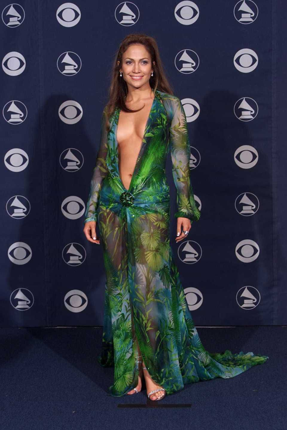 looks do grammy jennifer lopez 2000