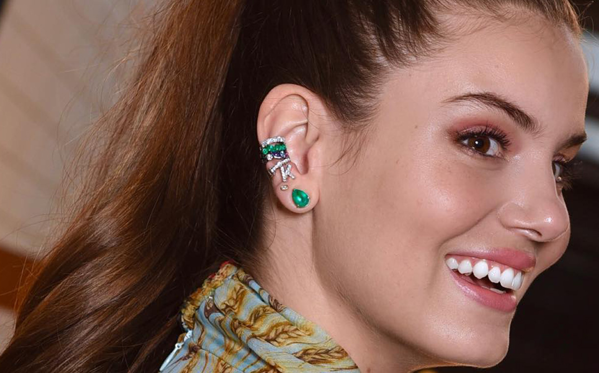 piercings coloridos
