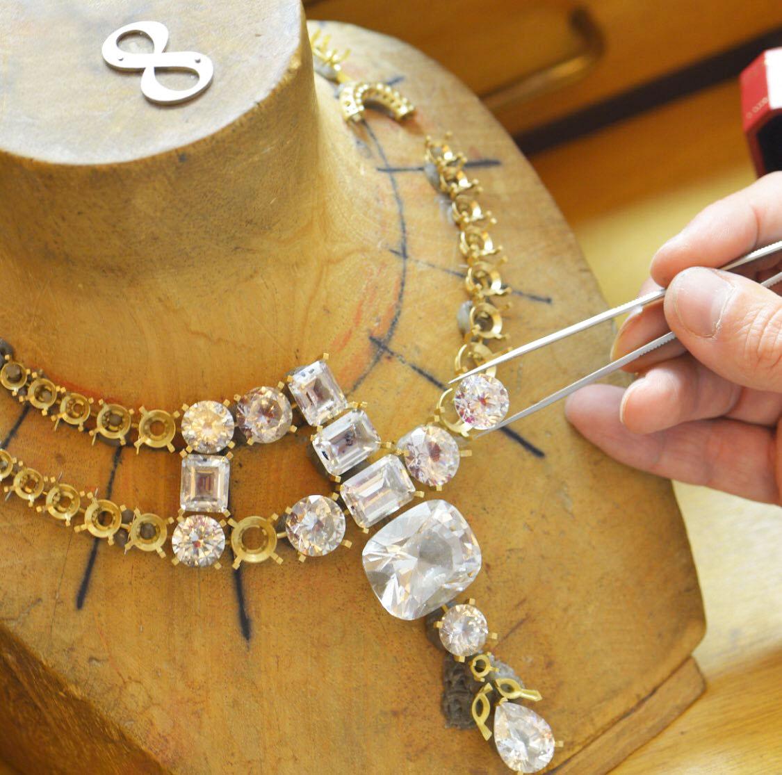 colares de pedra diamantes