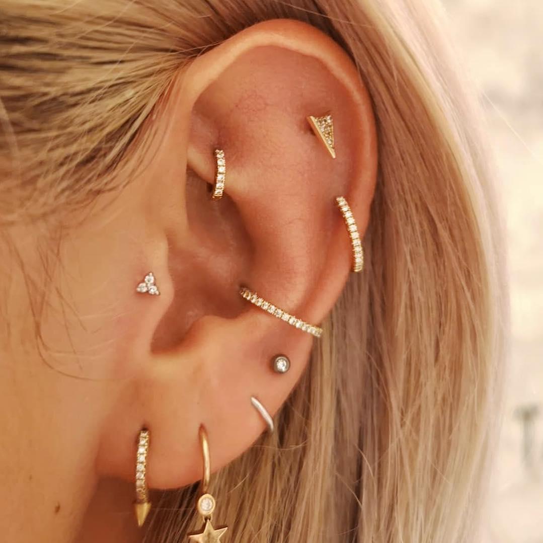 piercings multiplos argolas douradas