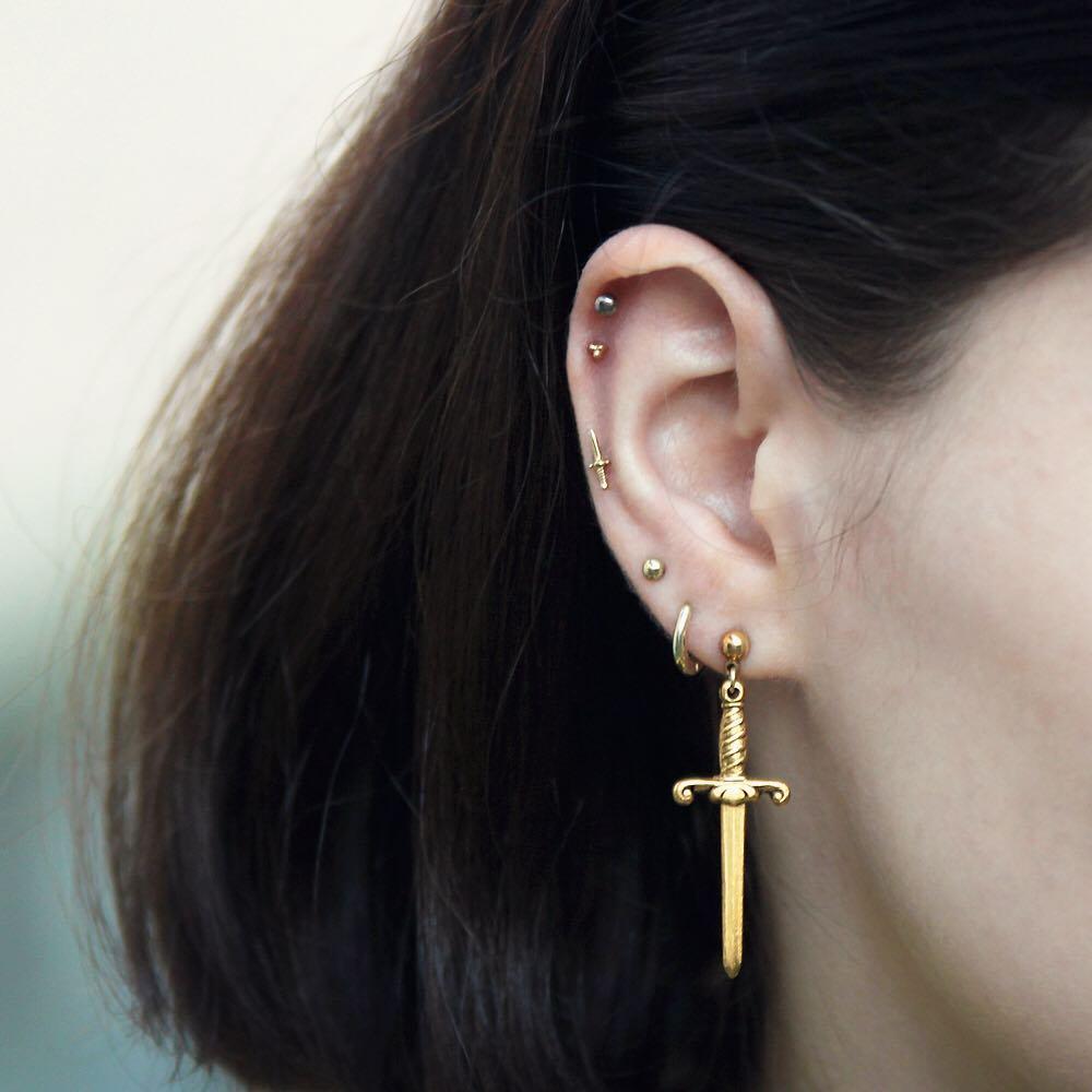 piercings multiplos minimalistas