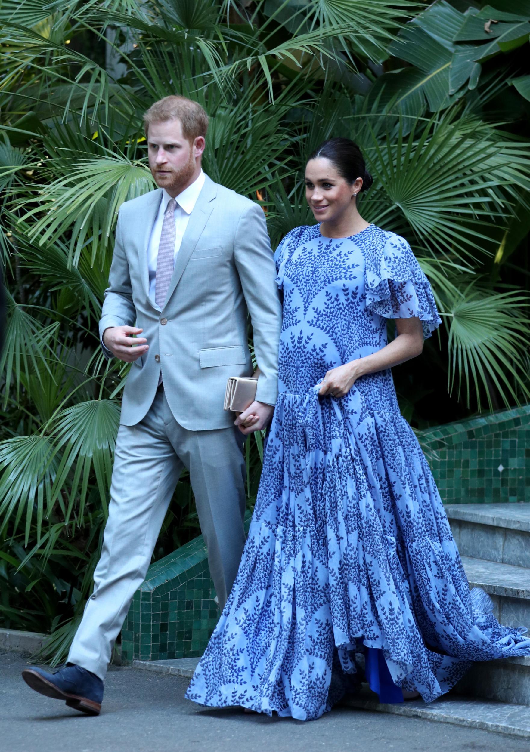 gravidez de meghan vestido azul