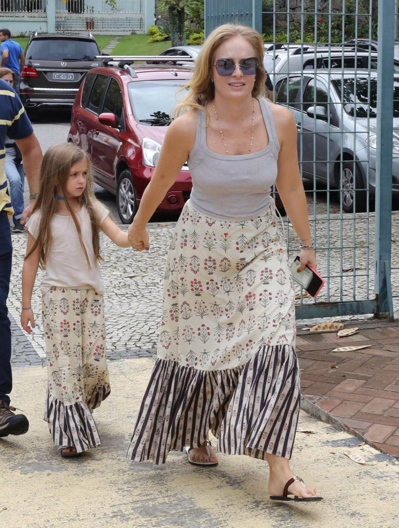 Angelica e filha iguais