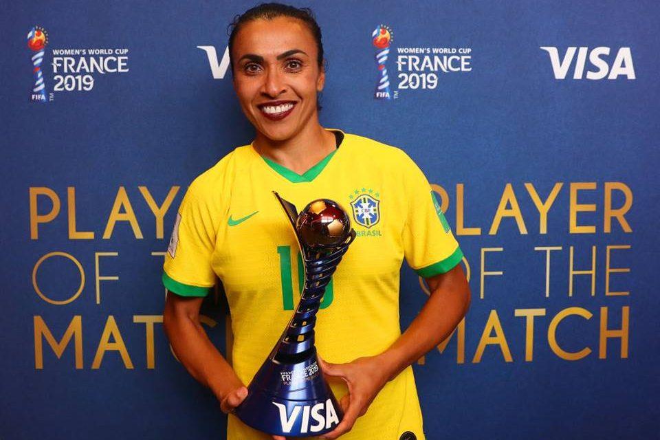seleção de futebol feminino marta batom