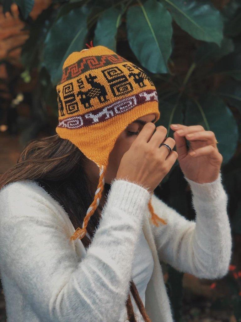 toucas e gorros peruana amarela