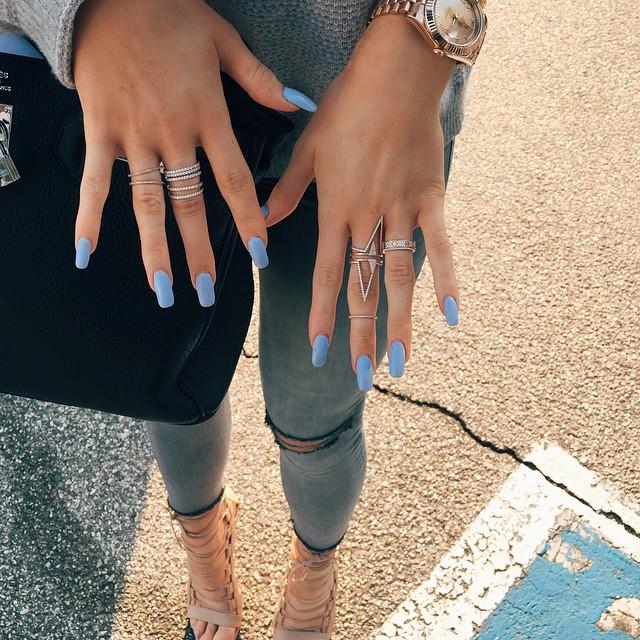 unhas da kylie jenner azul diamante