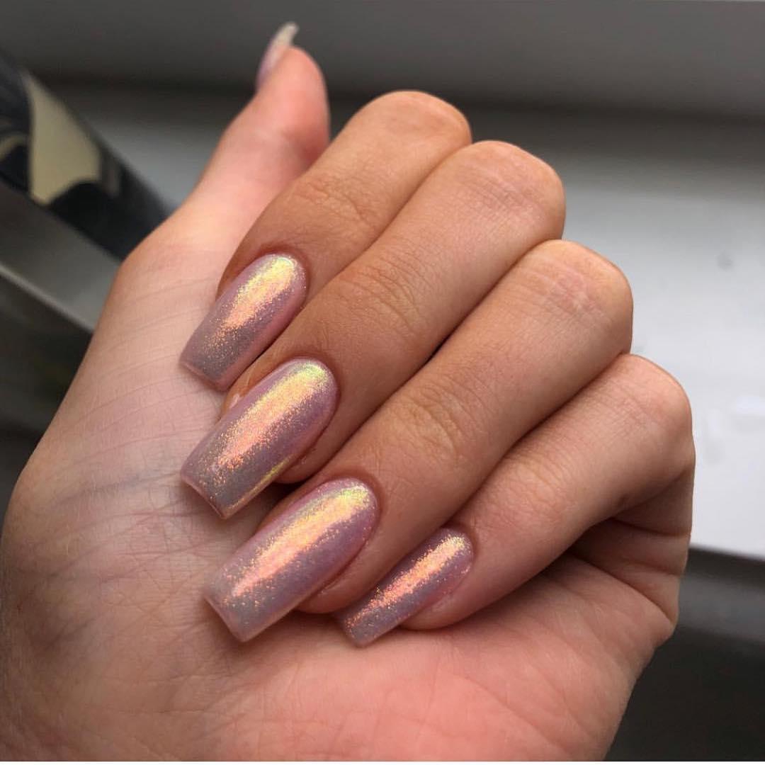 unhas da kylie jenner brilhante