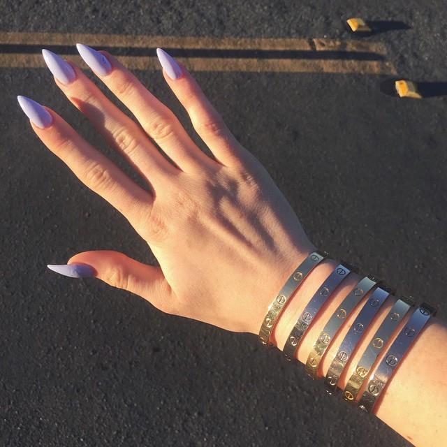 unhas da kylie jenner lilas